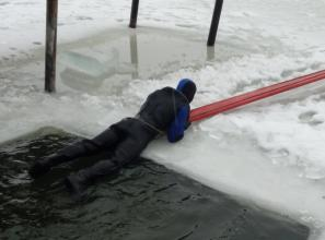 Our cadets practiced rescue operations on water objects in winter